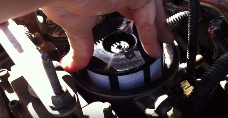 tighten the filter cap using the screwdriver