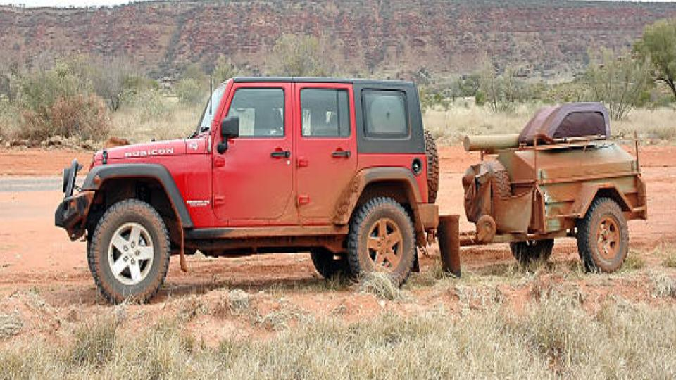 jeep wrangler pulling a small trailer