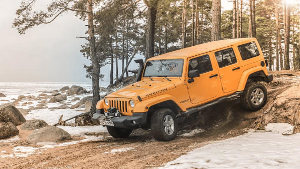 jeep wrangler rubicon in a downward slope